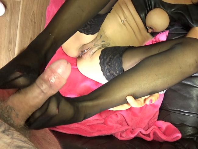 Video Thumbnail Mit meinen Füßen den Schwanz gewichst