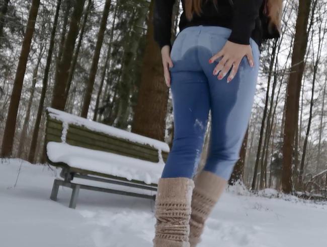 Video Thumbnail Jeans Piss im Schnee