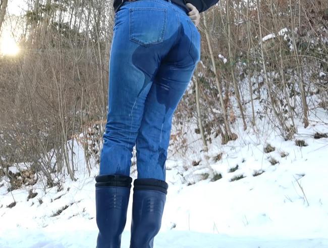 Video Thumbnail Jeans Piss auf einem Prakplatz