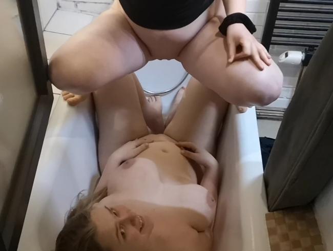 Video Thumbnail Angepinkelt von meiner bester Freundin und ihrem Freund!