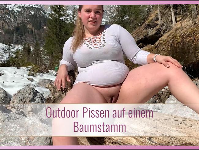Video Thumbnail Outdoor Pissen auf nem Baumstamm