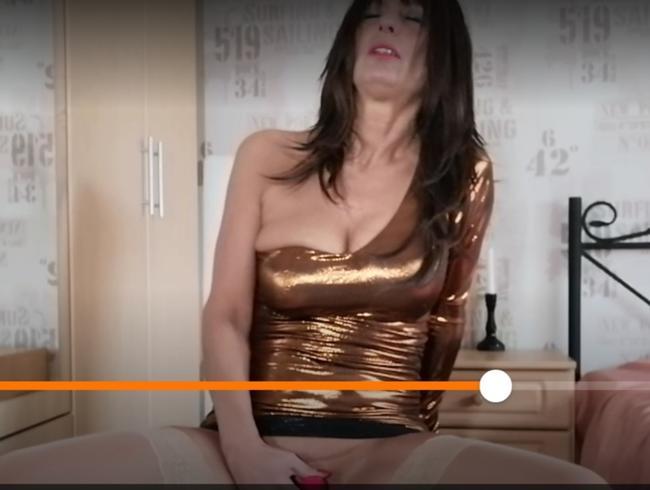 Video Thumbnail Rette Deinen Schwanz...Geile Glanz Satin Bitch Fordert  Neuer Dildo Schwanz und Womanizer