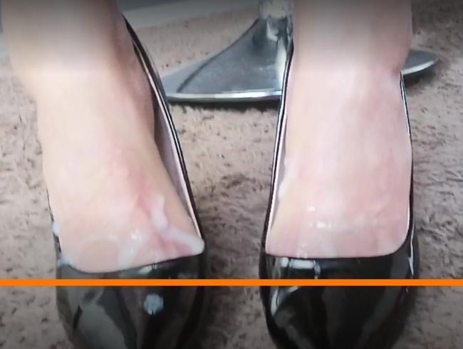 Video Thumbnail Der Schnellspritzer aus dem Nachbardorf besamt die Füsse einer ihm Fremden Herrin