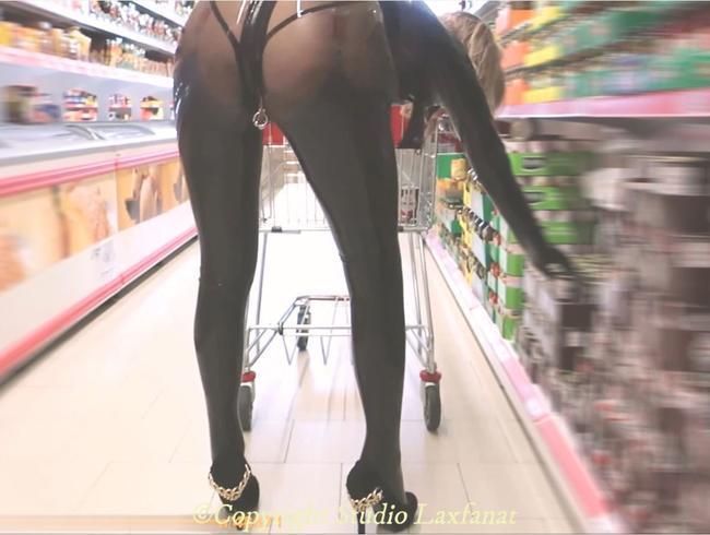 Video Thumbnail Latex Mädchen in transparenten Catsuit & Strümpfen verstopft PIerced Shopping. P1