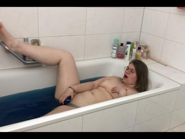 Video Thumbnail Geiler Badespass!! Schaue mir beim baden zu
