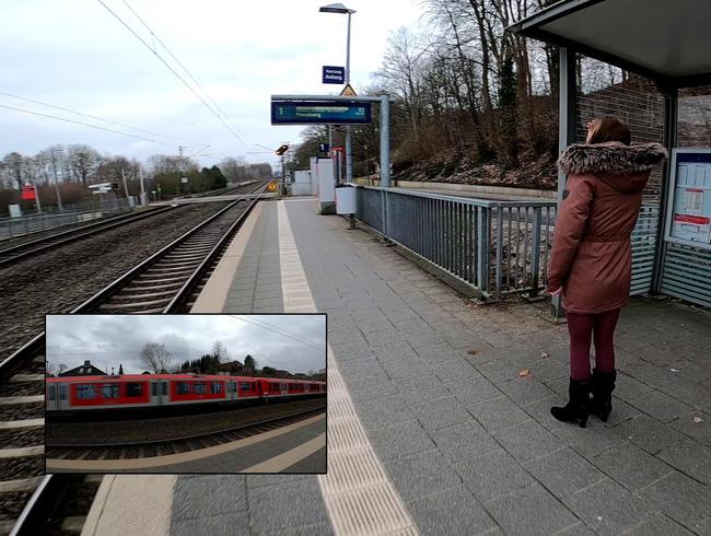 Video Thumbnail FEHLANZEIGE! Bahn fährt zu früh !!! Ich piss trotzdem !