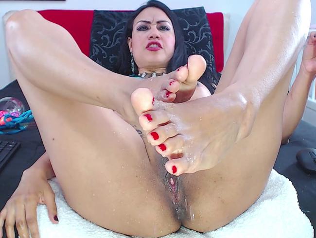 Video Thumbnail Samanta Spritzen Sie auf ihre Füße und überraschen Sie ihren Arsch.