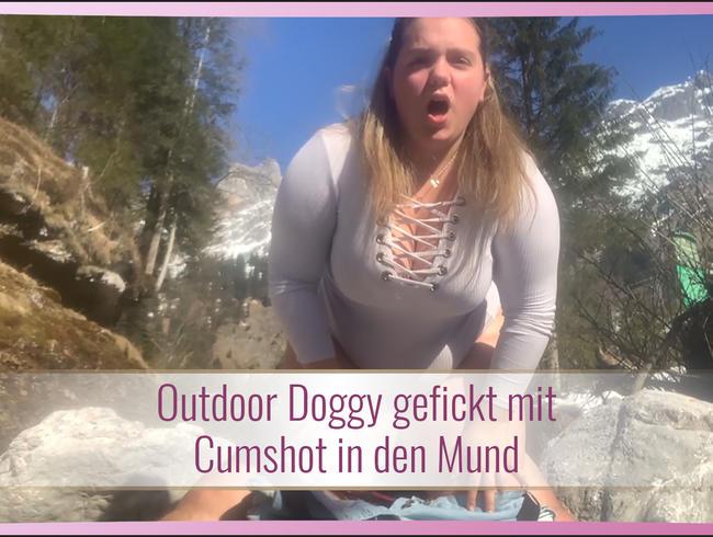 Video Thumbnail Outdoor Doggy gefickt mit Cumshot in den Mund