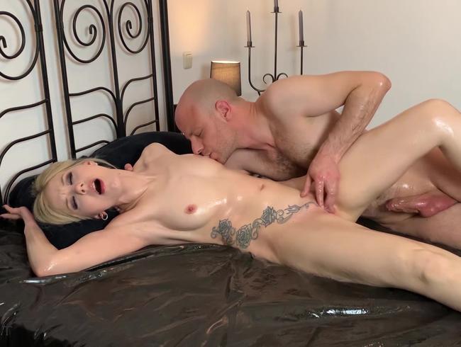 Video Thumbnail MultipleOrgasmen - erotische Sexspiele mit viel heißem Öl  - TEIL 1