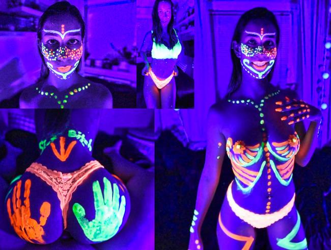 Video Thumbnail CRAZY Schwarzlicht Neon Fick als Avatar-Schlampe!
