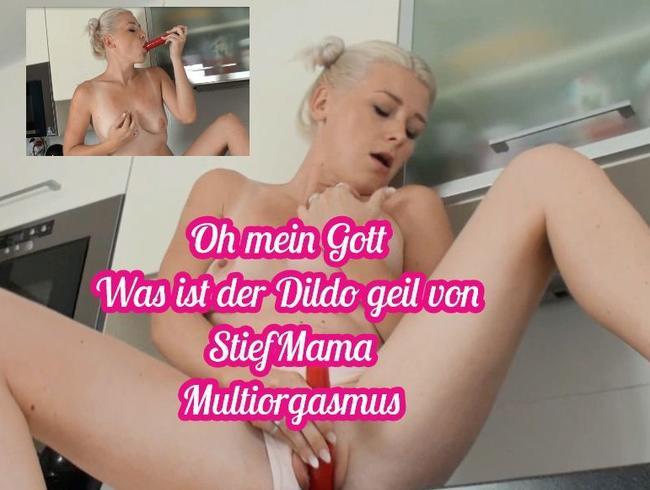 Video Thumbnail Teenyfotze mastubiert mit  StiefMuttis Dildo in der Küche