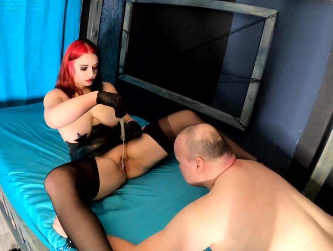 Video Thumbnail Sklaven Sau leckt Sperma von Liebhaber weg