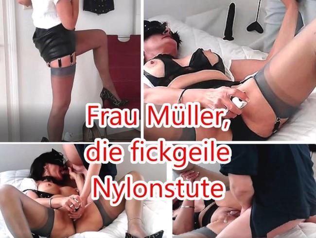 Video Thumbnail Frau Müller, die fickgeile Nylonstute. lässt sich vom besten Freund ihres Sohnes ficken...
