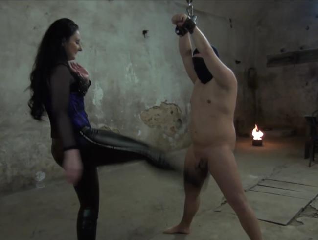 Video Thumbnail Kicks in die Sklave
