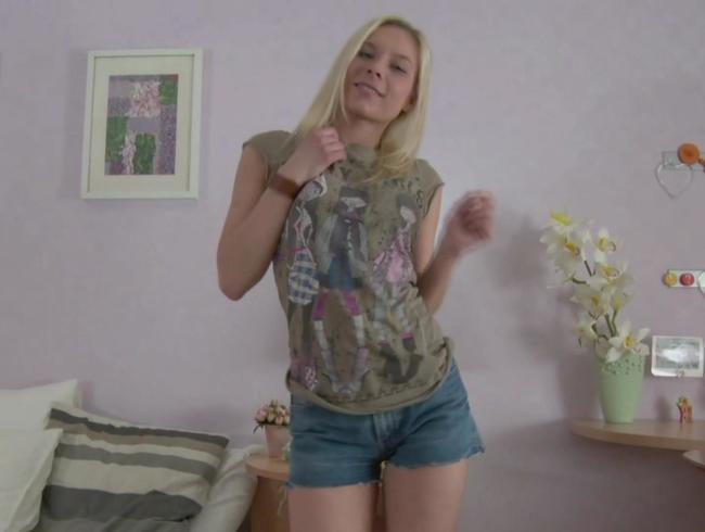 Video Thumbnail Kleine Stiefschwester ANAL gefickt