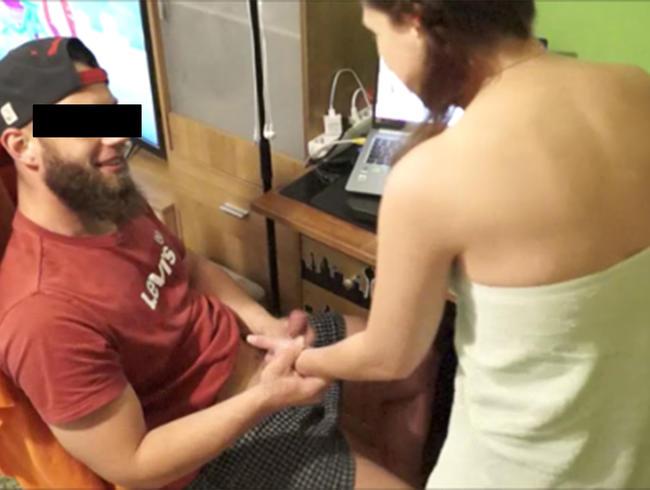 Video Thumbnail Stiefbruder Erwischt ! - Schnell ! Bevor meine StiefMutter kommt !