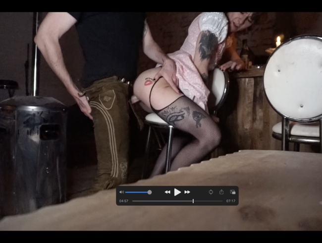 Video Thumbnail Lederhosen und Dirndlfick in alter Bar