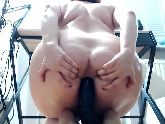 Video Thumbnail Großer Dildo anal bis zum nassen Orgasmus