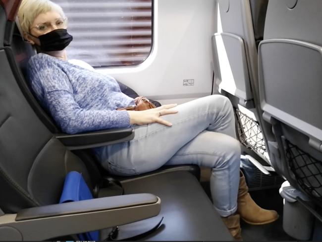 Video Thumbnail Öffentlicher Zug gekreuzte Beine Orgasmus