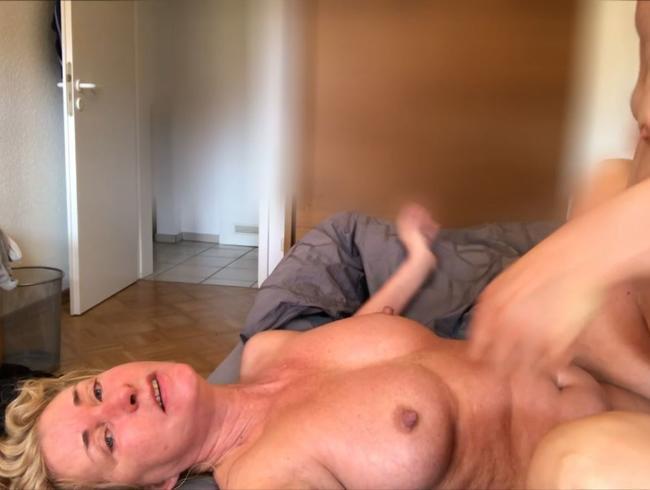 Video Thumbnail USER FICKT MICH BIS DIE SAHNE WIEDER RAUS LÄUFT....100% AMATEUR 100%ECHT