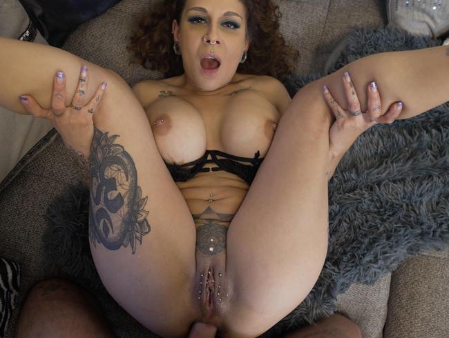 Video Thumbnail Richtige Dilara squirted und gibt Arsch beim Shisha rauchen!