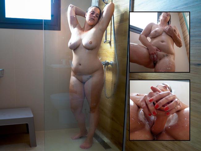 Video Thumbnail Dauergeil - Fetten Dildo beim Duschen gefickt