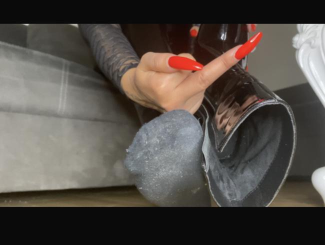 Video Thumbnail Verdonnert zum Stiefelletten lecken und Socken inhalieren