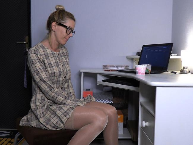 Video Thumbnail OMG!! Schüchterner BüroNerd wird zu geilen CreampieFicksau !!