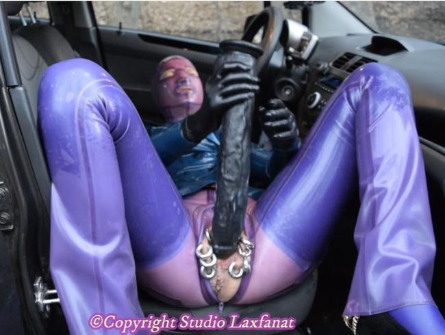 Video Thumbnail BUTT PLUGG Latex Pierced Doll Reiten Monster Dildo Saugen Pierced Dick PEE in der Öffentlichkeit ORIG SOUND P4