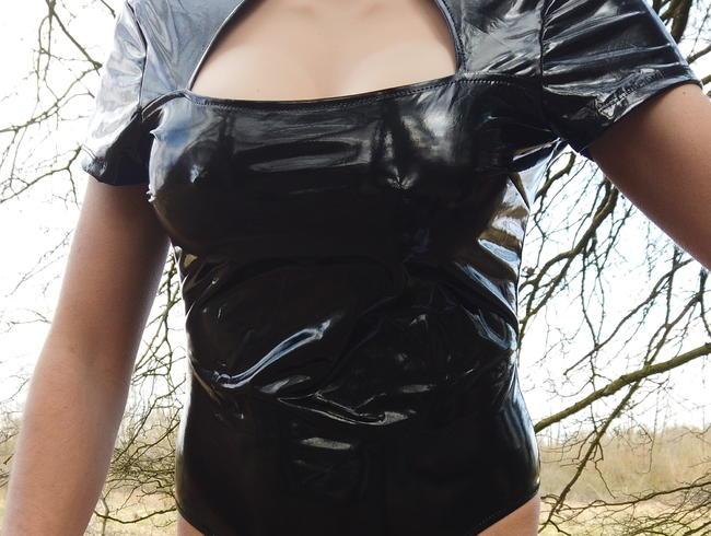 Video Thumbnail !!!Mein Erstes Video !!! (Aufgabe meiner Herrin) AlinaKoya TS In meinen Wetlook Body im Wald gespiel
