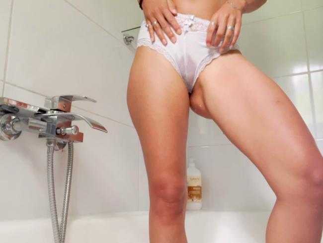 Video Thumbnail Weiße Panty einfach vollgepinkelt