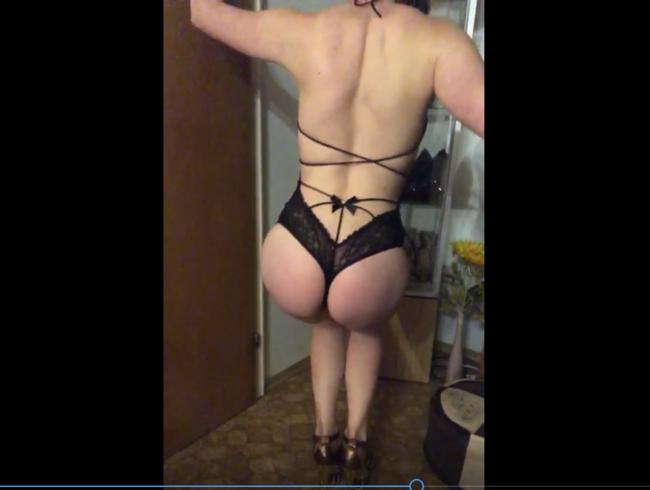 Video Thumbnail Du willst meinen Elitepo bewundern während ich mir überlege welche Heels ich anziehe?