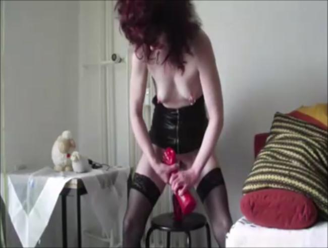 Video Thumbnail Erst mal abpissen vor dem Dildoritt ...