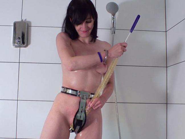Video Thumbnail Wie duscht man eigentlich mit einem Keuschheitsgürtel?