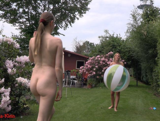 Video Thumbnail Sexy Girls beim Wasserballspiel im Garten !!