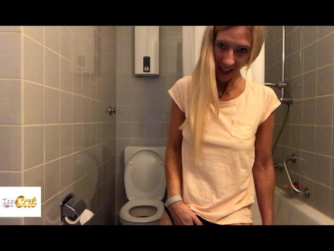 Video Thumbnail Ich besorge es mir geil im Bad meiner