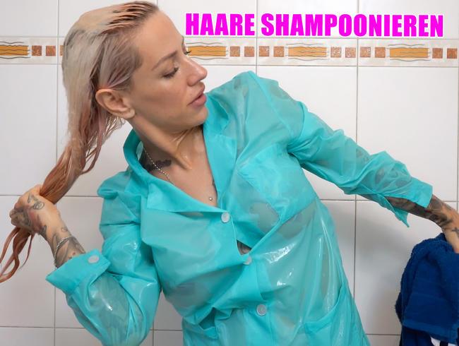 Video Thumbnail Haare shampoonieren im türkisen Nylonkittel unter der Dusche wird der Kittel durchsichtig!