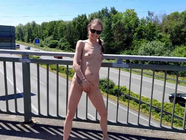 Video Thumbnail Nackt auf Der Autobahnbrücke!  seht selbst !!