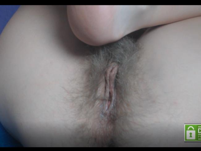 Video Thumbnail Behaarte Muschi spritzt ZWEIMAL auf einmal)