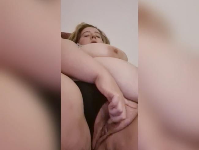 Video Thumbnail BBW fingert ihre nasse Muschi