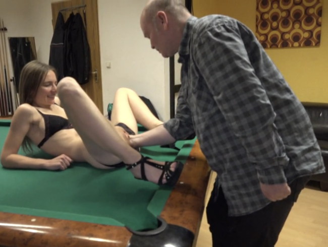 Video Thumbnail Fisting aufm Billiardtisch