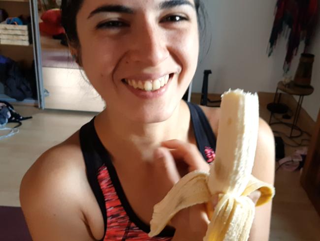 Video Thumbnail Ich liebe Bananen - der Arsch schiebt sie mir voll rein!