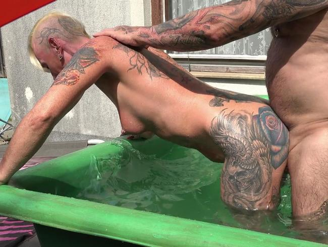 Video Thumbnail GANZ PRIVATER SEX IN MEINEN POOL