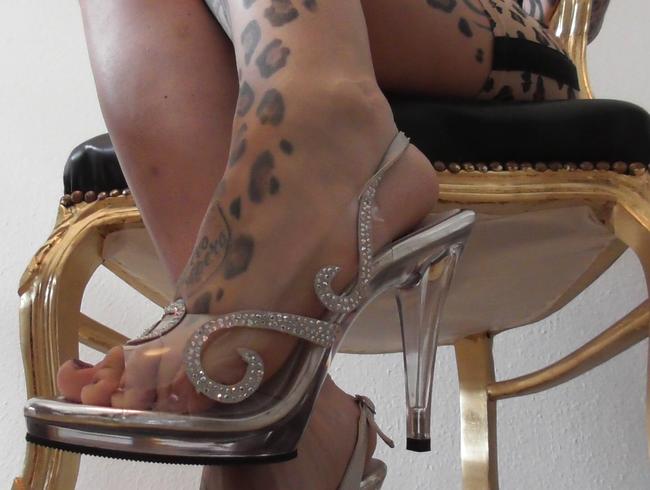 Video Thumbnail Unter den Heels der Herrscherin (Füße, heels, ruined orgasm)