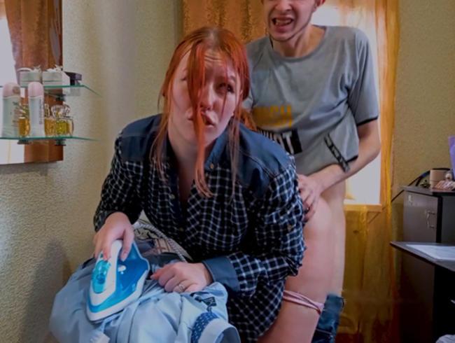 Video Thumbnail Hart gefickt mit einem CREAMPIE für ein schlecht gebügeltes Hemd