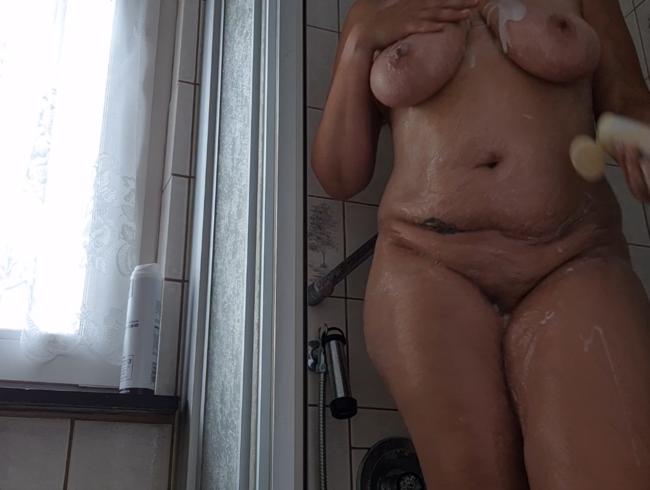 Video Thumbnail wer mag mit und mich einseifen unter der dusche