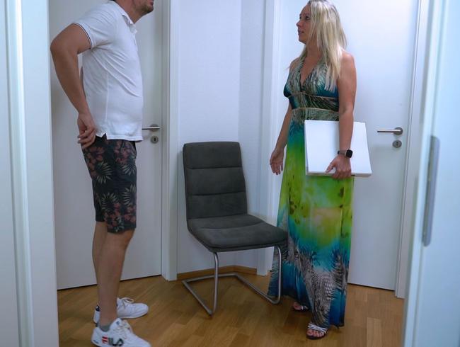 Video Thumbnail Fickgeile perverse Maklerin holt sich was sie braucht