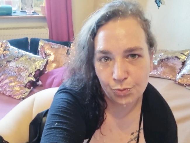 Video Thumbnail SPERMA-GEILE-BITCH BEKOMMT XXL SPERMA LADUNG UND VOLLTREFFER DIREKT INS MAUL UND ÜBERS GANZE GESICHT