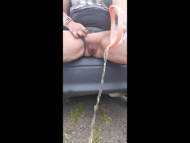 Video Thumbnail pussy outdoor gepumpt und dabei meine pisse raus gepumpt