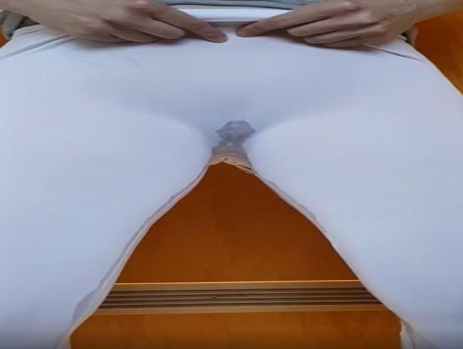 Video Thumbnail In Leggins gepisst